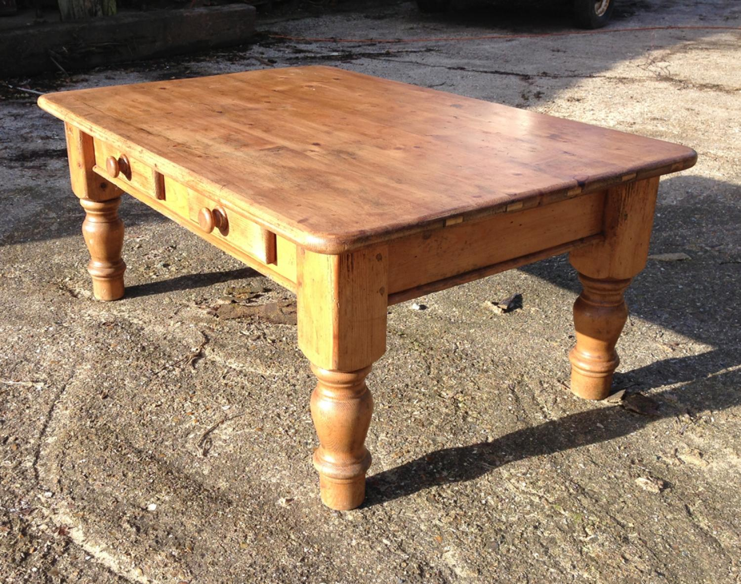 Old Pine Coffee Table With Drawers In Furniture Boxes