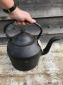 Giant 16pt Cast Iron Kettle - picture 3