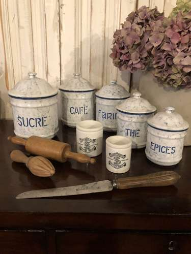 Quality set of 5 Kitchen Canisters