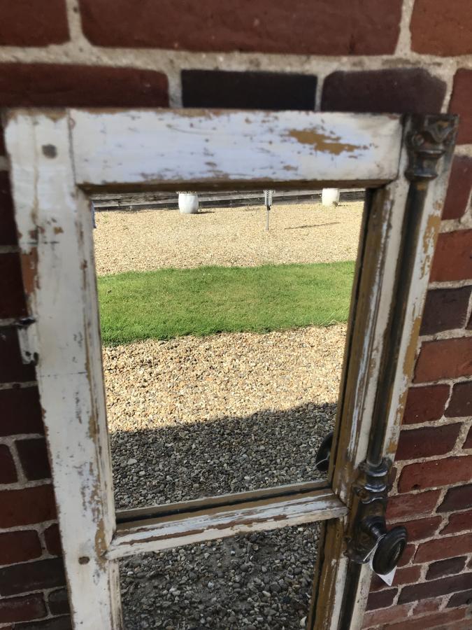 Single Mirrored Window